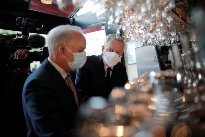 The Minister of the Economy, Bruno Le Maire (right), and the Minister Delegate in charge of SMEs, Alain Griset, in Paris, on May 18, 2021.