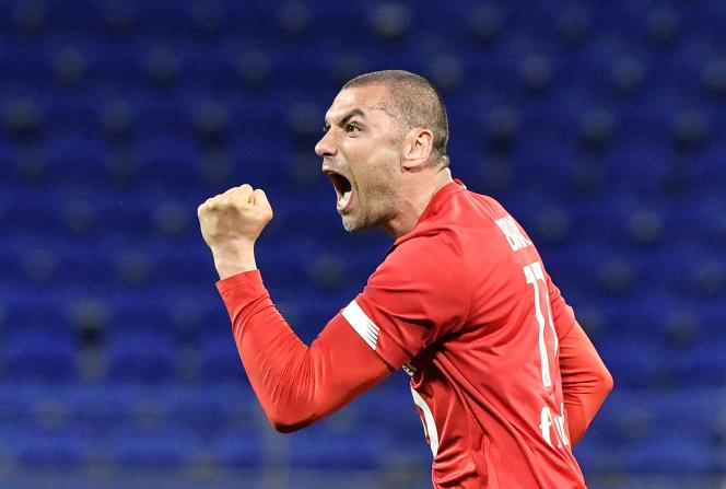 Burak Yilmaz, clenched fist, celebrates a goal during the Ligue 1 match between Lille and Lyon (3-2), April 25, 2021.