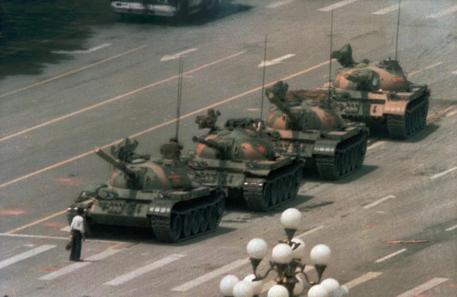 """""""Tank Man"""", the image that became a symbol of the repression of the democracy movement in June 1989, disappeared from the Bing search engine on June 4, 2021."""