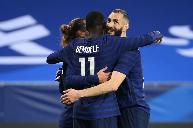Ousmane Dembélé and Karim Benzema celebrate the 3rd goal of the Blues against the Welsh, June 2, 2021, in Nice
