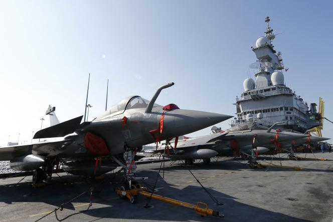 """A Rafale fighter plane, here on the """"Charles-de-Gaulle"""" aircraft carrier, in January 2014."""