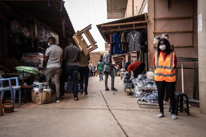 Reopening of the Rood Woko central market in Ouagadougou in April 2020, after a one-month closure due to the Covid-19 pandemic.