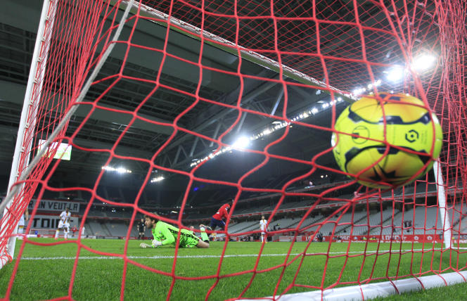 There will be four relegations from Ligue 1 to Ligue 2 at the end of the 2022-2023 season, against two climbs from Ligue 2 in Ligue 1, without a dam.