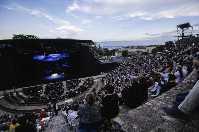 """Performance of """"Alarm Clocks"""", by Robyn Orlin, with Camille, at the Nuits de Fourvière, in Lyon, on June 1, 2021."""