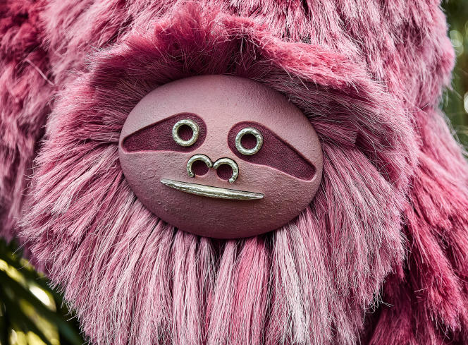 A model from the Pink Beasts collection by Fernando Laposse, which this designer made with agave fibers tinted with cochineal.