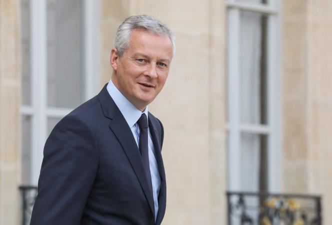 The Minister of the Economy, Bruno Le Maire, leaves the Elysée Palace, in Paris, on September 19, 2018.