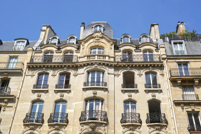 The facade of a Haussmannian building, in Paris, in the 6th arrondissement.