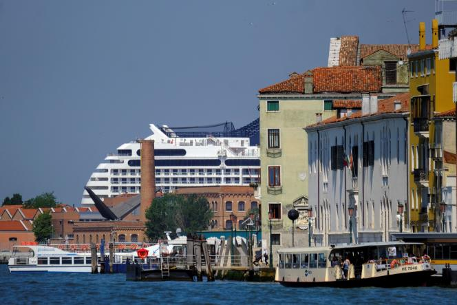 """The """"MSC Orchestra"""" arrives in Venice on June 3rd.  Its passengers will have to present a negative Covid-19 screening test dating back less than ninety-six hours."""
