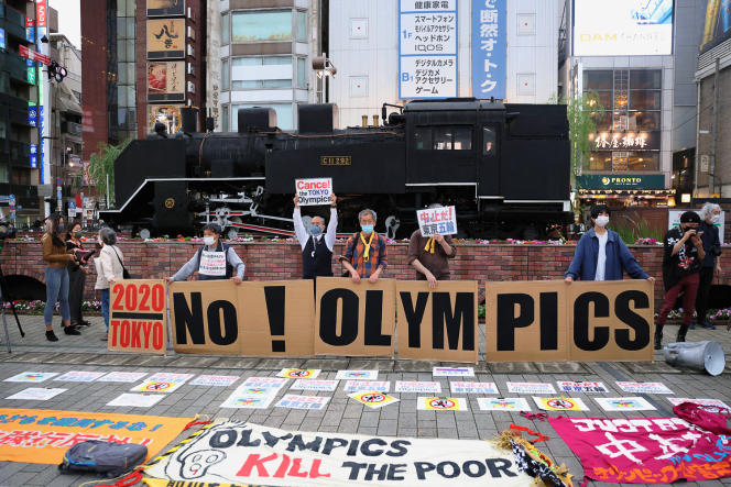 Protesters against the Tokyo Olympics in front of Shimbashi station on May 17, 2021.