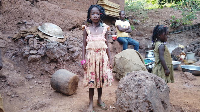 In Similimi, in the northeast of Côte d'Ivoire, the villagers live among rocks rich in manganese.