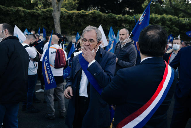 Thierry Mariani, RN candidate in PACA, during a police rally in front of the National Assembly, Wednesday, May 19.