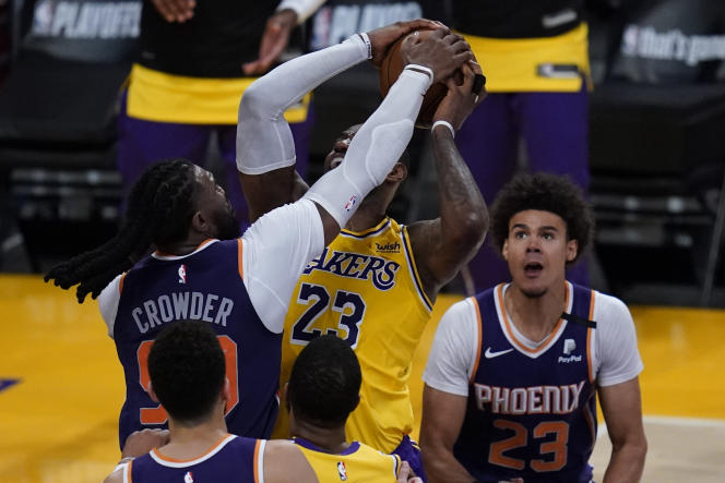 The blow is hard for LeBron James (number 23), who had never yet known elimination in the first round of a final phase.