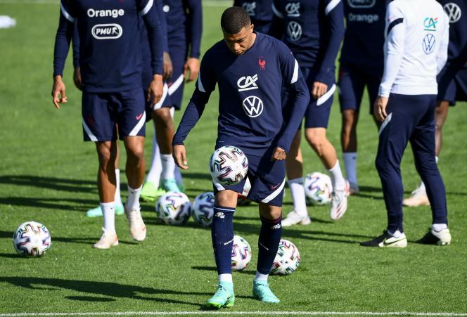 The Blues in training, in Clairefontaine-en-Yvelines, on June 5.  In the foreground, Kylian Mbappé.