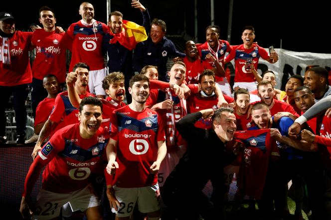 The LOSC players and their coach Christophe Galtier celebrate their title of French Ligue 1 champion on May 23, 2021, in Angers.